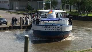 Wendemanöver der Klostersande im Elmshorner Hafenbecken.