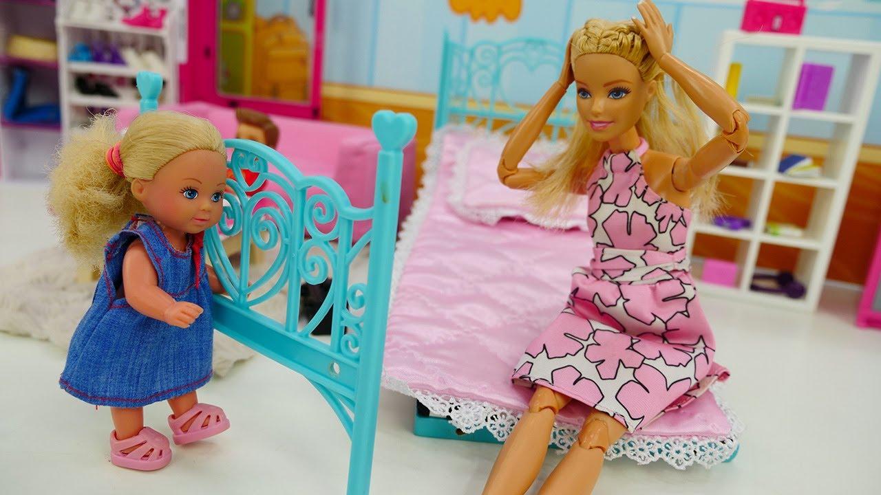 Куклы Барби: Штеффи остается дома одна. Игры для девочек.
