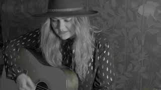 Shannon Hynes - Standing Me Up (Live Acoustic)