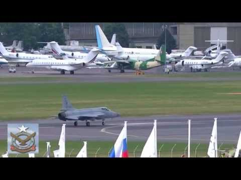 JF-17 Thunder dazzling air display - Paris Air Show 2015