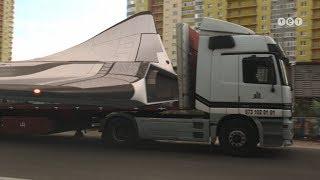 По Киеву провезли космический звездолет