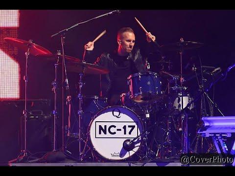 "Noah Cyrus Live. ""Again"" Feat. Xxxtentation"