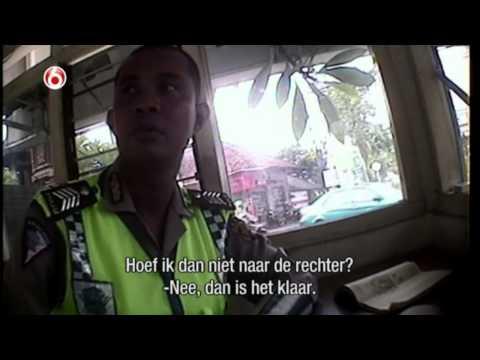 Opgelicht door de politie op Bali... $20 dollar maar wel 4 bier! | Oplichters in het buitenland