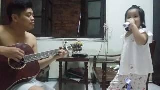 Cha đàn con hát cực dễ thương