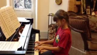 Уроки фортепиано. Девочка, 8 лет. третье занятие, время обучения - 2 недели.