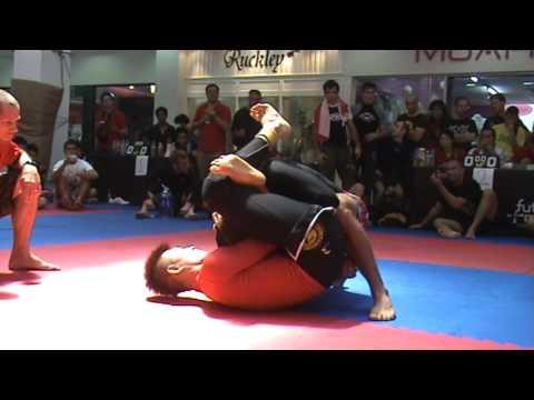 Makoto Ogasawara vs Alex Berezovik  2009 FBT Thailand BJJ/Grappling Games