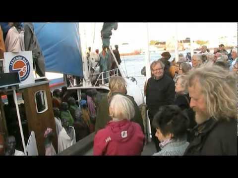 Flygtningeskibet MS Anton anløb Nyhavn 5. maj 2011.mpeg