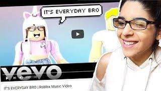 REAGENDO AL MIO VIDEO DI MUSICA DI ROBLOX!