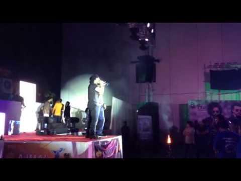 Sharib Toshi Live Maahi Rocks In College Mum
