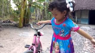 Dik zahra naik sepeda