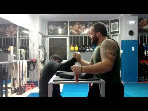LAGOS A.BRADEFER-ARM WRESTLING TRAINING VOLOS