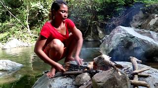 Survival skills: Catch fish by hand in water & grilled for food - Burn fish eating delicious #13