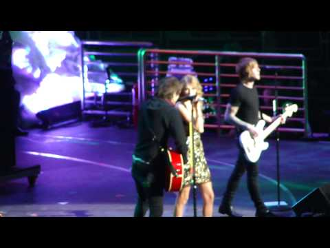 Two is Better Than One - Boys Like Girls ft. Taylor Swift @ Jingle Ball NYC 12/11/09