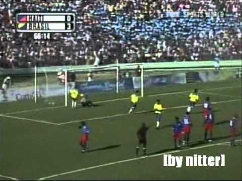 Ronaldinho vs Haiti 2004-2005 [by nitter]