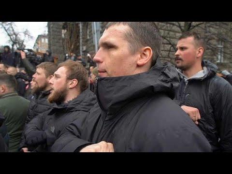 فيديو: اليمين المتطرف الأوكراني يطالب بإرسال بوروشينكو إلى السجن…  - 20:53-2019 / 3 / 16