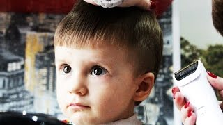 Идем в детскую парикмахерскую с Димкой Первая стрижка маленького мальчика Family Fun Time