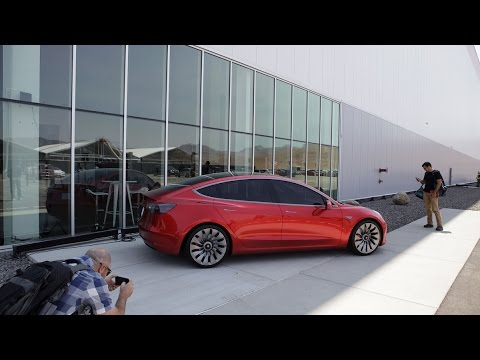 Tesla Raises Cash for Model 3 Launch