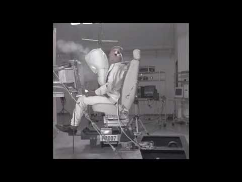 Aircraft pilot's seat crash landing test with and without airbag