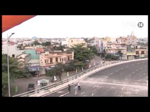 """VTC14_Đà Nẵng: Hàng ngàn người thăm cây """"cầu không ngủ"""" ngã ba Huế"""