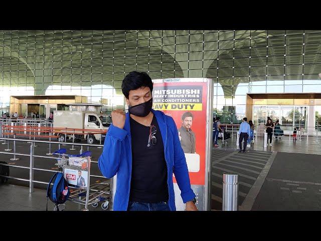 Mahesh Shetty Spotted At Airport