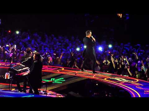 Robbie Williams - Let Me Entertain You, Live O2 Arena London 24 nov 2012