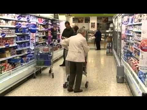 Savvy shoppers hit Tesco sales(1:39)
