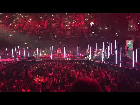 5SOS - Youngblood At BBC Radio 1 Teen Awards 2018