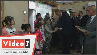بالفيديو .. محافظ الجيزة يزور مؤسسة الرعاية الإجتماعية للبنات فى أول أيام العيد