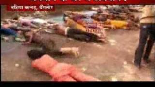 Lower caste Hindu Dalits rolling over eaten food plates of Brahmans (In Hindi/Urdu)