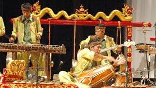 ANGKLUNG JAIPONGAN - Bamboo Musical Instruments - Saung Udjo - KBRI Abu Dhabi [HD]