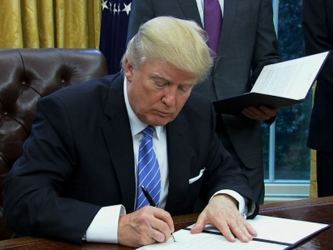 Trump Signs Executive Order to Withdraw From TPP