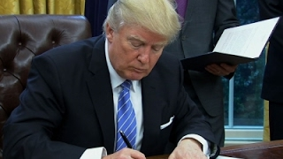 Trump Signs Executive Order to Withdraw From TPP President Donald Trump signed multiple executive orders in the Oval Office Monday including a memorandum to leave the proposed Pacific Rim trade pact ...