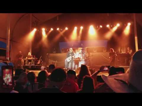 Hank Williams Jr - Showing Off His Guitar Skills