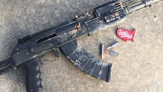 """Baixar """"Gun Bullies"""": AK-47 tossed into a pond and fired"""