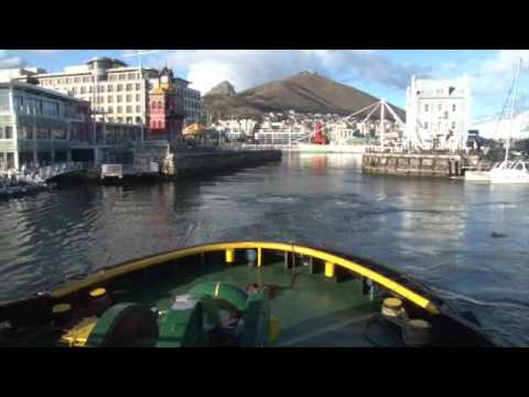 94.5 Kfm Breakfast welcomes Queen Mary 2 to Cape Town!