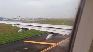 Cận cảnh máy bay Việt Nam Airline cất cánh