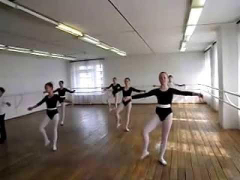 """Детская хореографическая школа """"Сюрприз"""" /Экзамен Классический танец  2013 год /"""