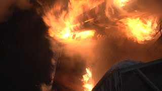 Майбах и 11 газовых баллонов вытащили из пылающего коттеджа Real video