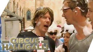 Unnötig kompliziertes Interview mit Mickie Krause auf Mallorca | Circus HalliGalli | ProSieben