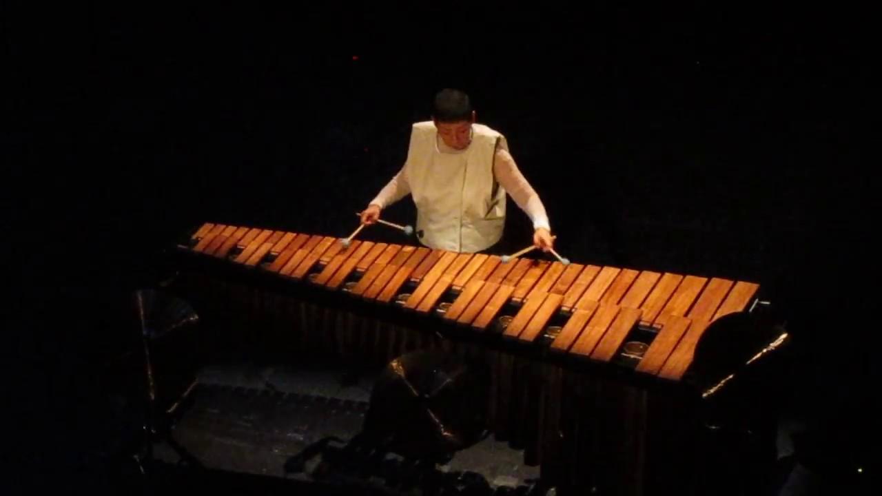 Midori Takada live at HAU 1 Berlin - YouTube