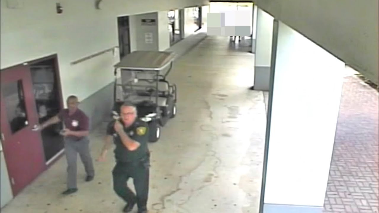 Former Broward County deputy Scot Peterson appears in court following arrest