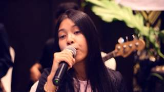 Perfect, a song by Ed Sheeran, covered by Vaganza Uno Band featurin...