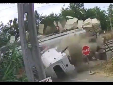Choque entre tren y camión en Requinoa, Chile