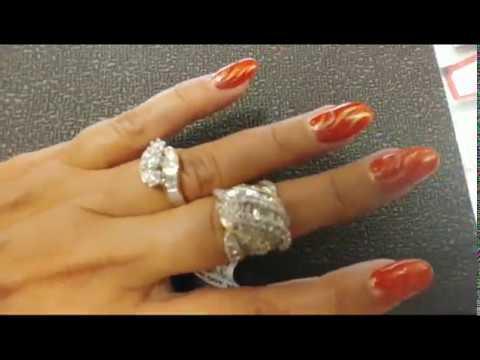 США. Бриллиантовые кольца на скидках. Как вам нравятся цены на них? Названия на английском языке.