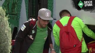 Vor Krisengipfel: Der Werder-Tross kommt in Köln an