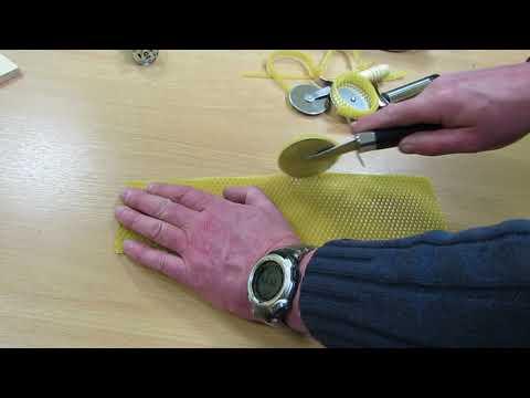 Ножи для резки вощины в работе