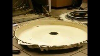 Замена подшипника на стиральной машине Siemens и Bosch(Замена подшипника и сальника на стиральную машину Сименс полная разборка бака. http://stiralservis.ru Группа VK..., 2016-03-20T21:19:49.000Z)