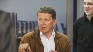 GCU Journalism students pick up top tips from broadcaster Bill Turnbull