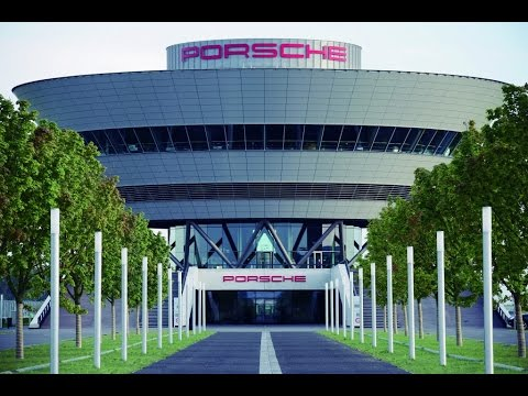 This is how to drive the new Panamera on the Porsche Leipzig Racetrack