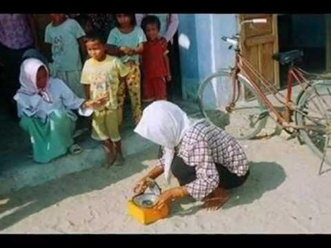 Raglai Minority Using Solar Cookers
